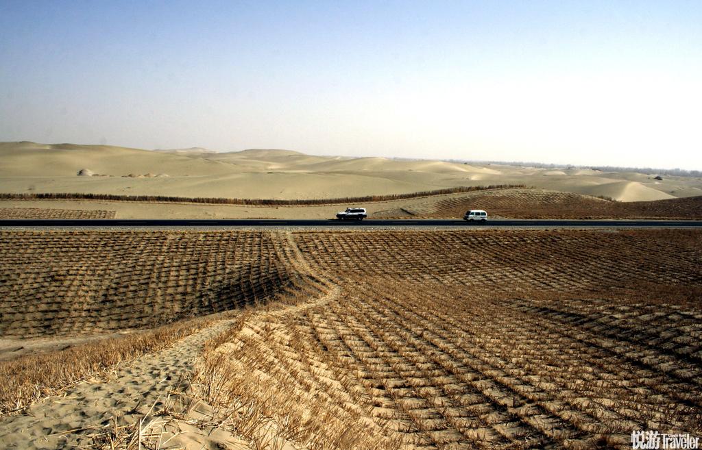 """塔里木沙漠公路沙漠公路南北贯穿号称""""死亡之海""""的塔克拉玛干大沙漠,对于渴望穿越塔里木沙漠的游客来说..."""