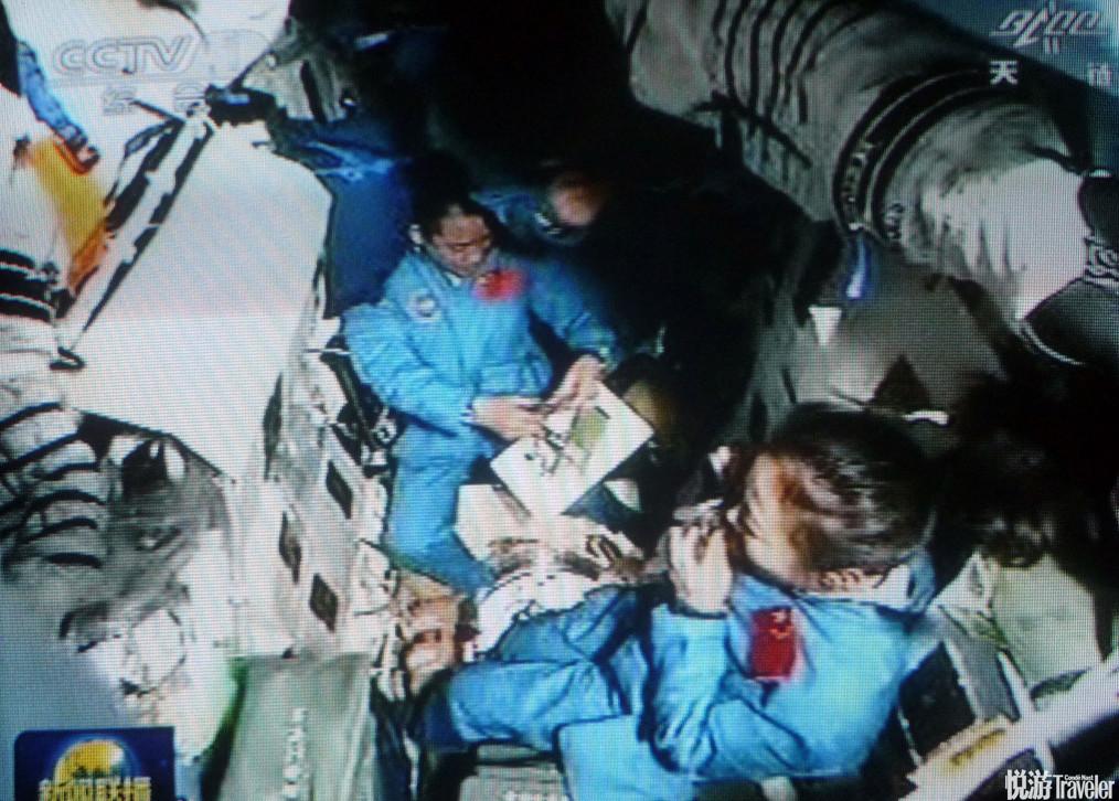 2013年6月12日,端午节,正驾乘神舟十号飞船遨游太空的3名航天员聂海胜、张晓光和王亚平,在太空度过了一...