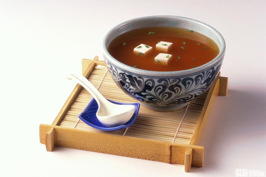 止碗。唔……这个是不让我用碗吃饭吗?其实,止碗是在怀石料理中是指酱汤。主要以大酱为原料,多以味噌汤...