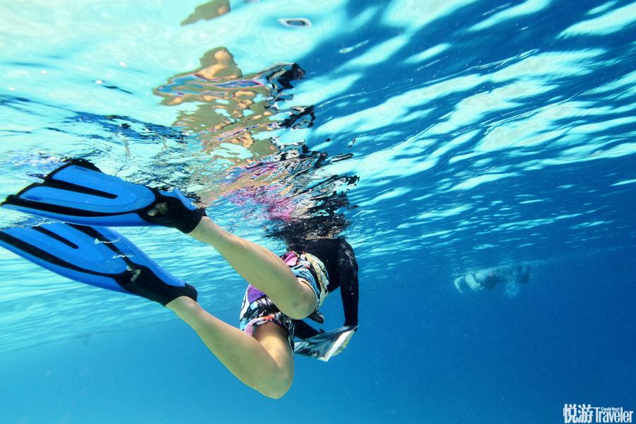 """在沙巴的東海岸,有一處潛水天堂名叫仙本那,在馬來語中意為""""完美""""。全球投票選出的十大潛水勝地之一詩..."""
