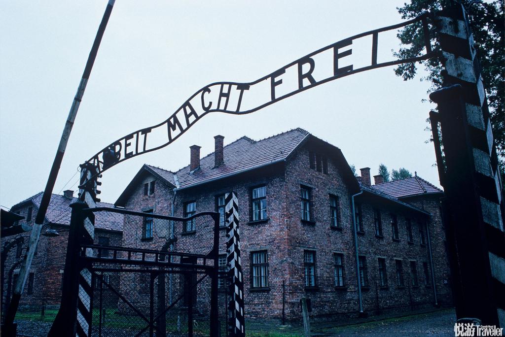 奥斯维辛是波兰南部的一个小镇,这里记录着第二次世界大战纳粹德国的丑恶罪行。这里最为有名的就是奥斯维...