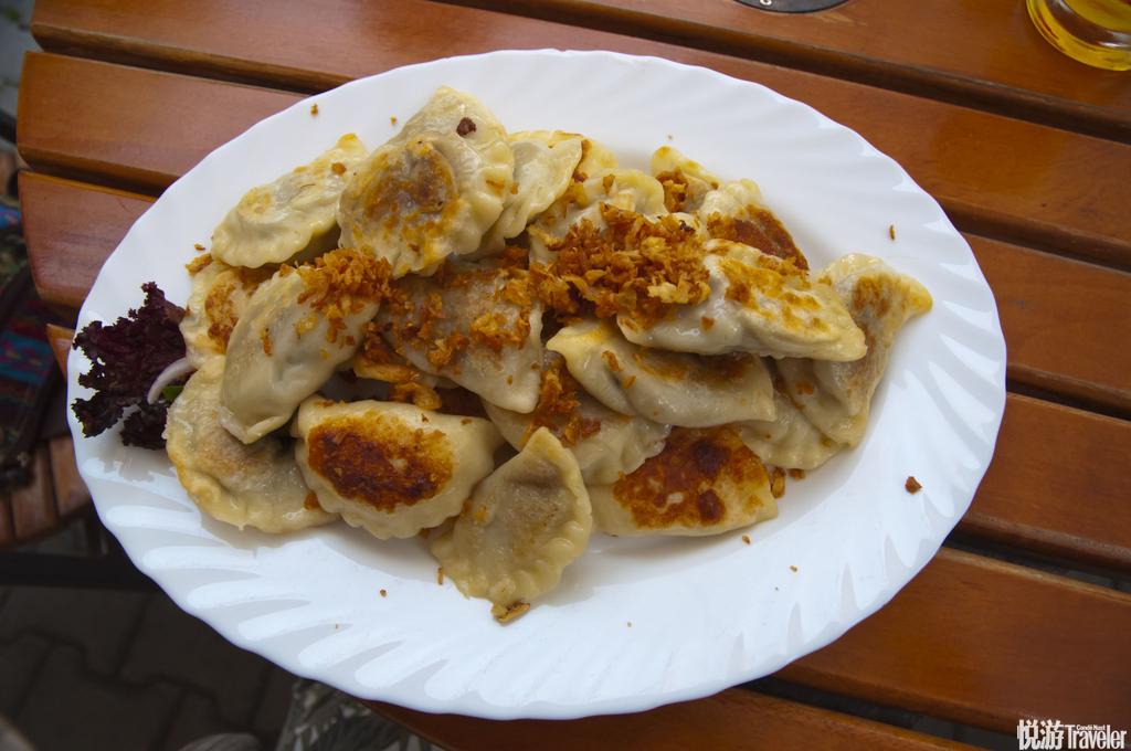 波兰饺子很多人都会担心到欧洲吃不惯,但来波兰一点都不用担心。因为波兰和中国的饮食较为相似,甚至还有...