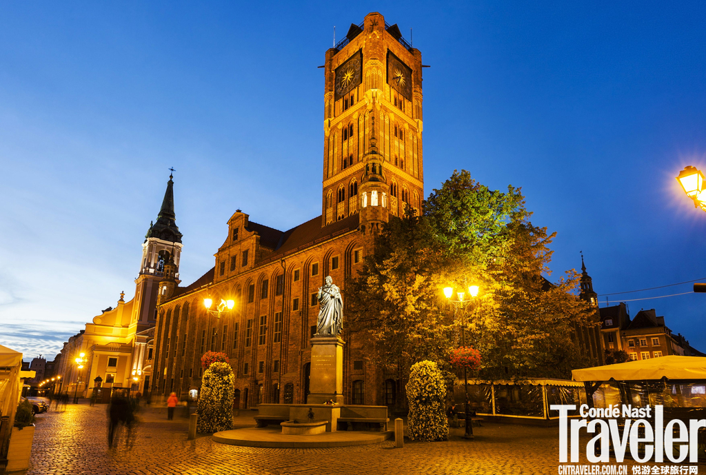 托伦托伦坐落于维斯瓦河畔,是波兰一座保存较好的历史古城,拥有数座宏伟的哥特式红砖建筑,市政厅、教堂...