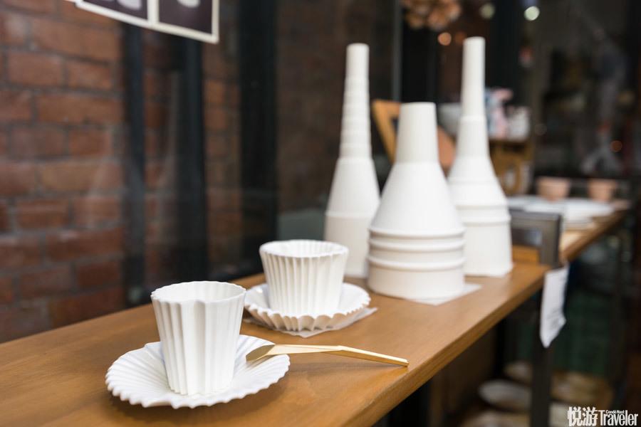 折纸咖啡杯,Ateliet Errance。 留法的中国学生将折纸艺术融入到瓷器的烧制中,简简单单就让造型有了设计...