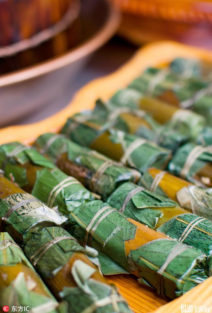 竹筒肉。选用优质竹子和猪肉,既有翠竹的清香宜人,又有肉食的鲜香味美,是具有典型我国风情的特色食品。