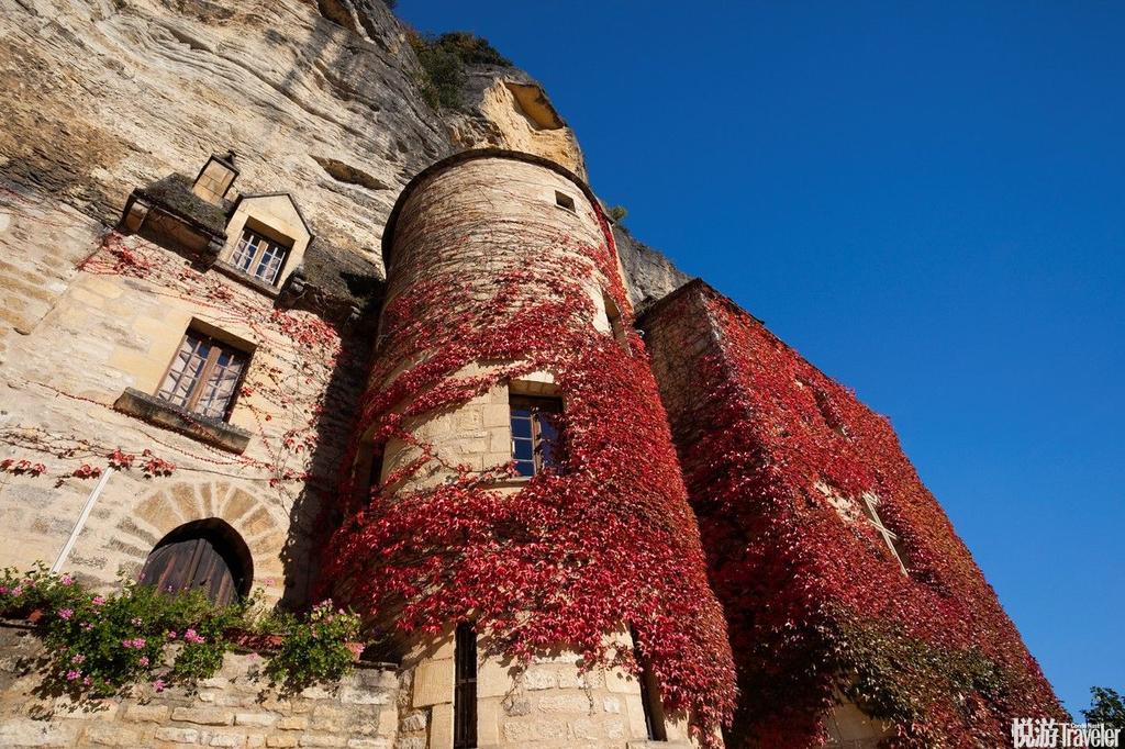 拉罗屈埃加雅克(La Roque-Gageac),法国位于法国南部多尔多涅河(Dordogne River)旁悬崖下的小镇。号...