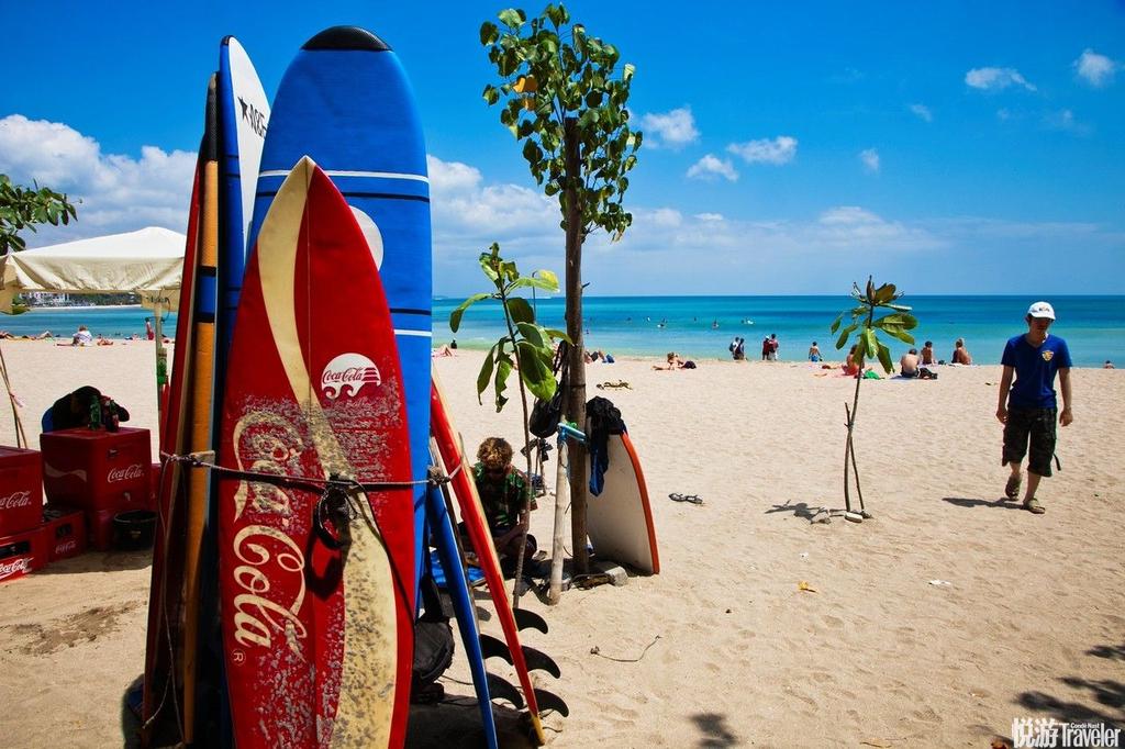 巴厘岛:选择巴厘岛最重要的就是去感受她的海洋魅力,广袤的沙滩,湛蓝的海洋,奔腾的浪花等等都是用来吸...