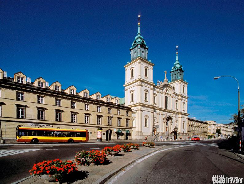 华沙圣十字教堂:圣十字教堂是华沙市中心的一座天主教堂。位于克拉科夫郊区街,正对着华沙大学主校园,是...