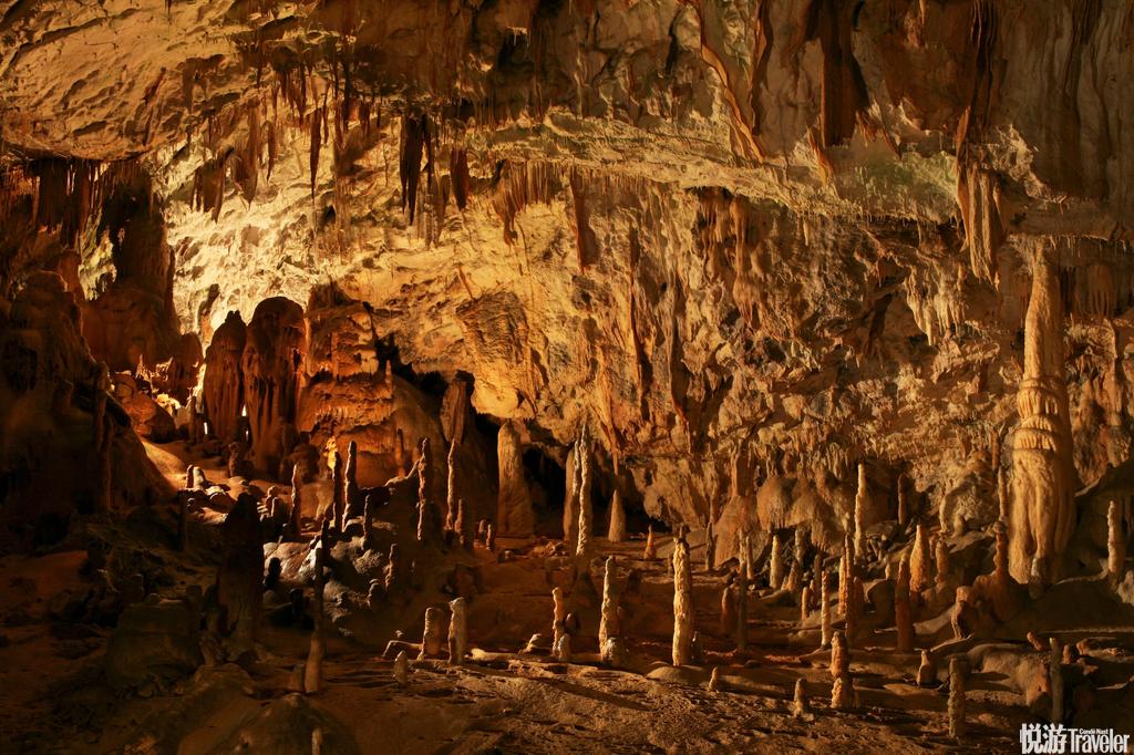 布斯当娜钟乳洞:欧洲最大的喀斯特溶洞。洞内景色蔚为壮观,当年曾经是欧洲的王公贵族们前来赏玩的地方。...