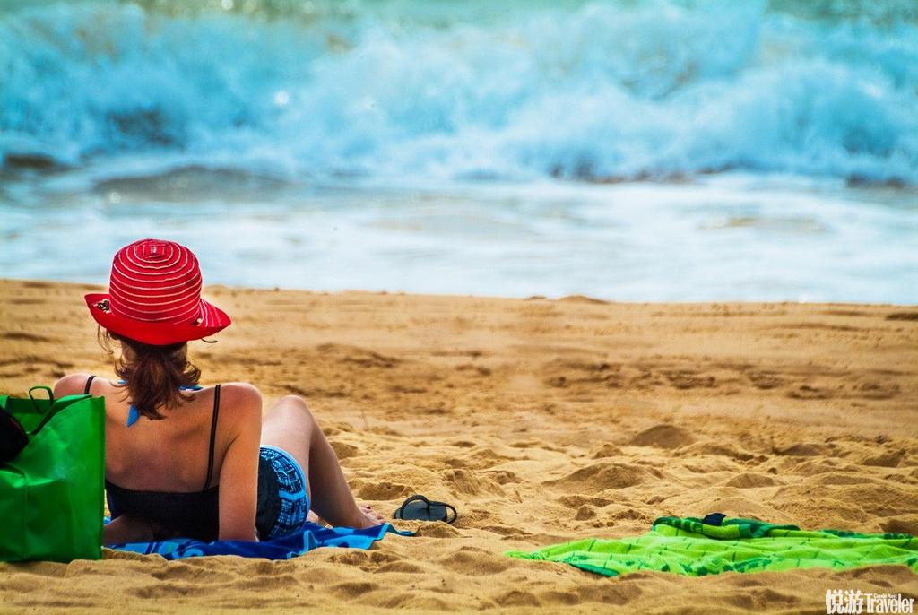 布里斯班平均温度在25摄氏度左右,最适于人们游泳和滑水。阳光下的布里斯班河碧波盈盈,河两岸的住宅小巧...