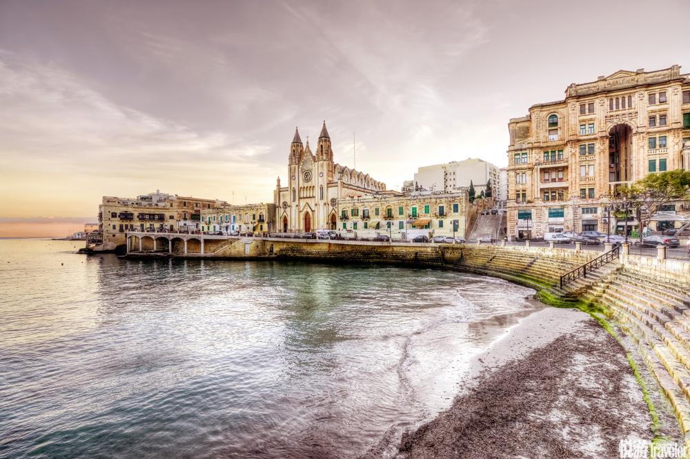 """而变化多端的海天景致更让马耳他拥有""""世界上最多的蓝色""""。这里最为著名的景点当属""""三蓝"""",如今,人们..."""