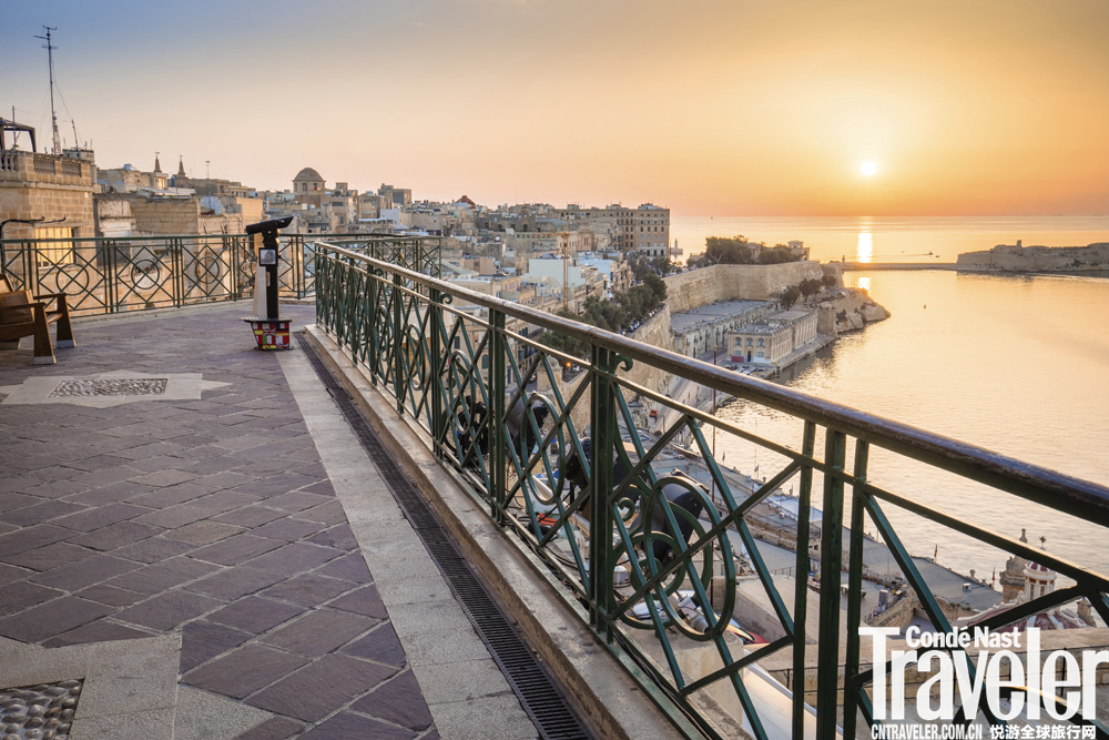 尽管和近邻西西里有紧密的历史联系,马耳他在社会与经济状况上却明显更好。而在全球化背景下,高英语普及...