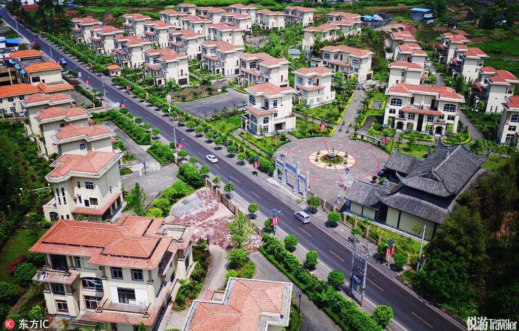 圖為航拍的葡萄產業與農民新村相融發展的高興鎮林家新村。