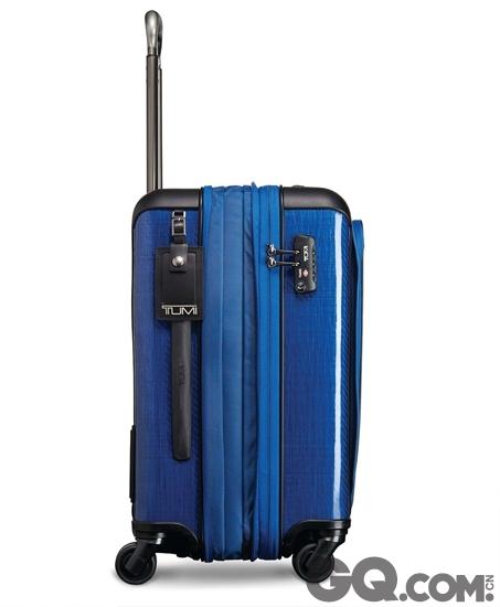 为提升行李箱容量,品牌采用专利Durafold结构的缝折设计,配以坚韧轻巧的外框缝线和防撞护角。Tegra-Lite Max同时加入TUMI专利X-Brace 45®手把系统,以轻巧航空级铝合金打造,内置的伸缩手把双凹位防撞保护壳提供更强保护。三段式的伸缩手把设计让用家更能轻松穿梭机场。