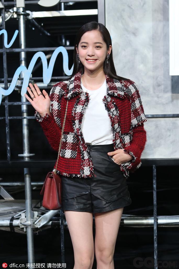 来自昔日台湾一线小生欧阳龙的明星家庭,姑姑是歌手欧阳菲菲,13岁考上