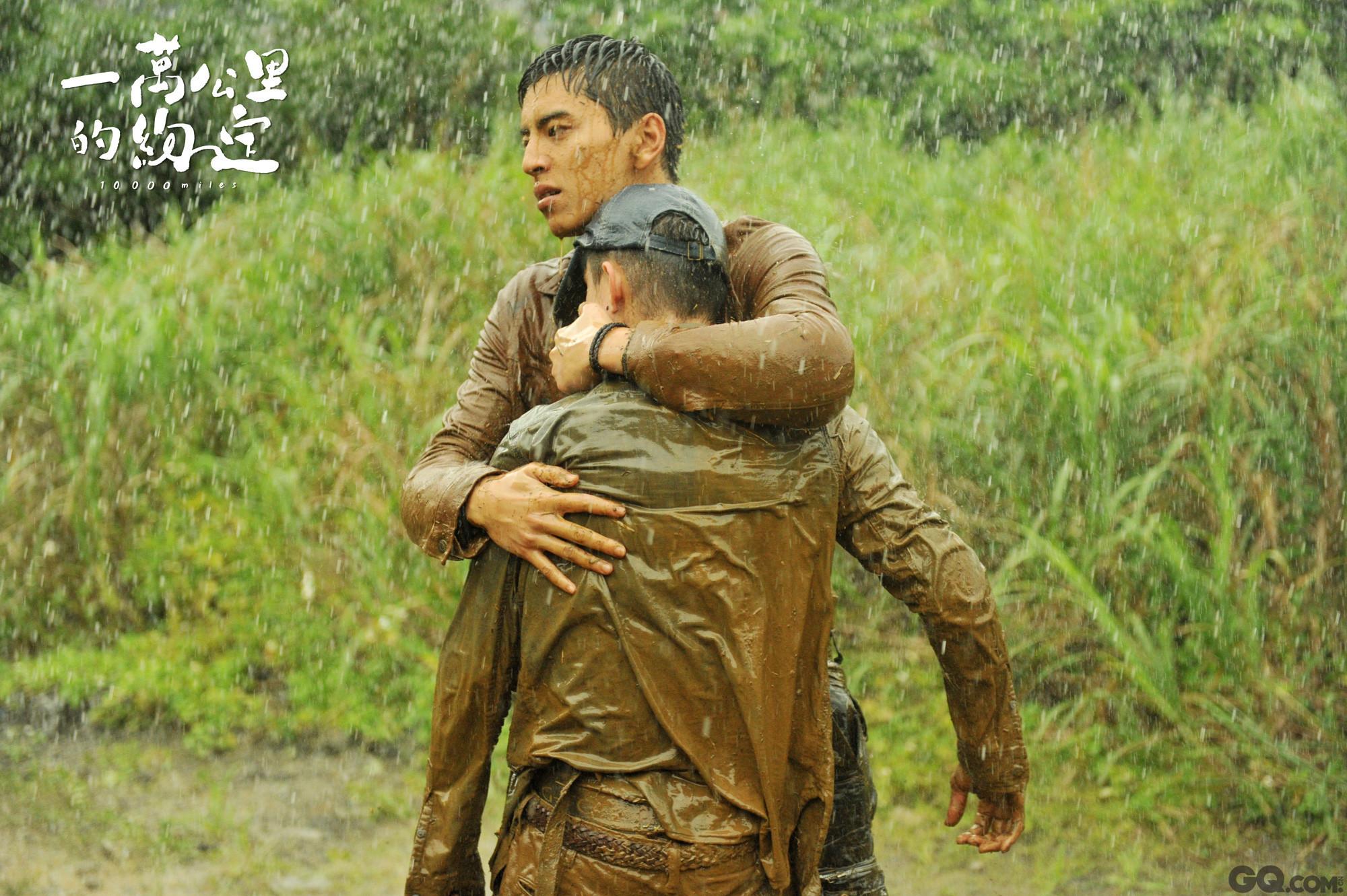 在新片《一万公里的约定》中,王大陆是总为弟弟挡下麻烦的温柔哥哥,和之前他所演绎的校霸徐太宇完全相反。