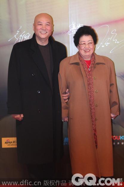 老婆陈丽华,于1988年在香港创立香港富华国际集团有限公司,主营业务为房地产开发、高档私人会所经营与紫檀木艺术品等。集团所属长安俱乐部为北京第一高档私人会所,中国紫檀博物馆为世界鼎级私人博物馆之一。全国政协委员、著名企业家。