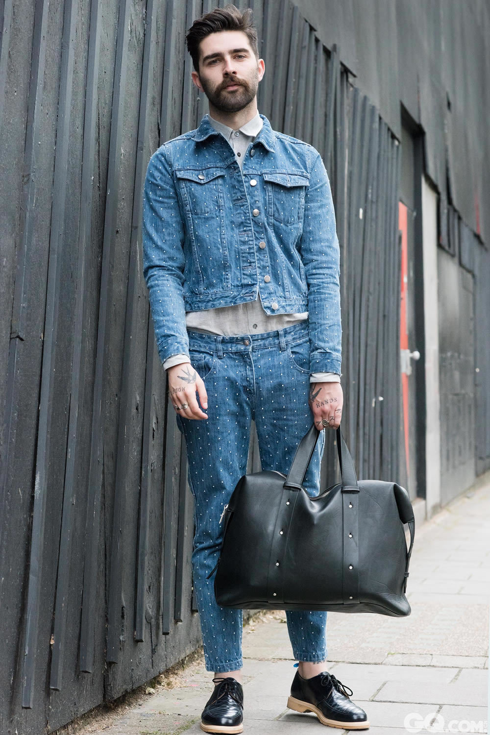 Chris All Look: YMC Bag: Zara  Inspiration: For today, I wanted to try something different. Usually I go for something Scandinavian and toned down. This is a little different. Plus I like denim and polka dots.  (今天我想尝试一些不一样的东西,通常我的风格比较斯堪的纳维亚和淡色感,但这次有些不同,顺便提一下,我喜欢丹宁和波点元素)
