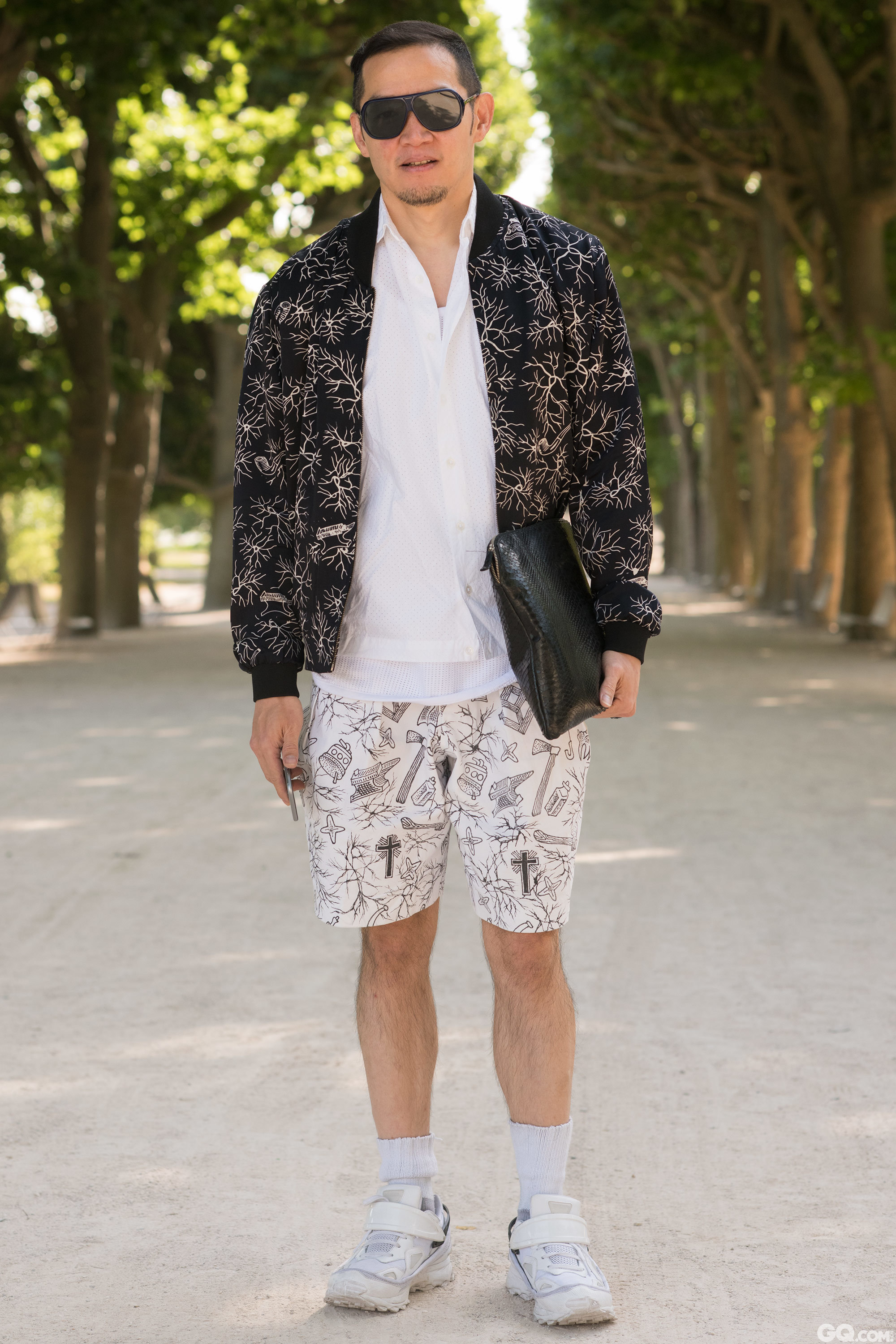 Sunglasses: Raf Simons Jacket: Populo Batik Shirt: Collard Jeans: Populo Batik Shoes: Raf Simons Bag: Populo Batik  Inspiration: Something with a lot of white because supposedly it's going to be hot today.  (白色元素很多因为今天可能会很热)