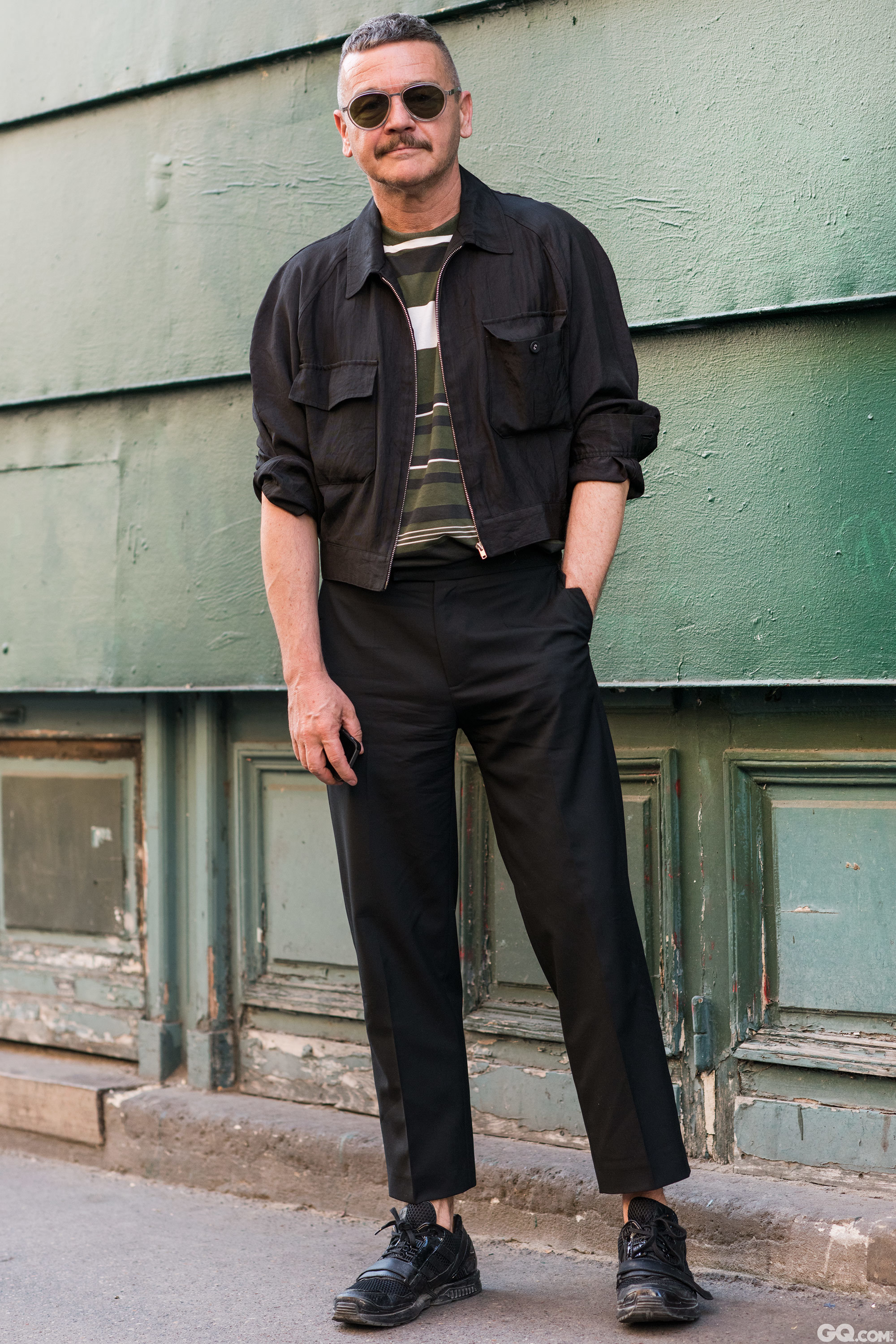 Sunglasses: Damir Doma Jacket: Comme des Carcons Shirt: Prada Pants: Raf Simons Shoes: Juun J Adidas  Inspiration: I can't be bothered to think about it. I just get pieces that fit together instinctively. (我也懒得去想怎么搭配,只是选几件适合配搭在一起的就好。)