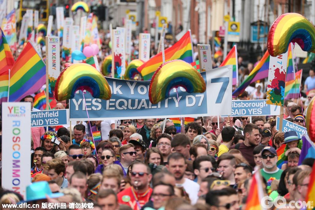 当日的爱尔兰都柏林街头被游行者们占领,成为了爱尔兰有史以来最大的同志骄傲活动。