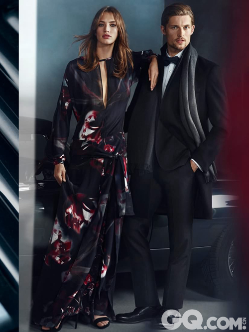 DAKS本季灵感来源自60年代的间谍电影,创意总监Paul Barry也是想通过这组大片展现出Luxury in Motion这一理念。