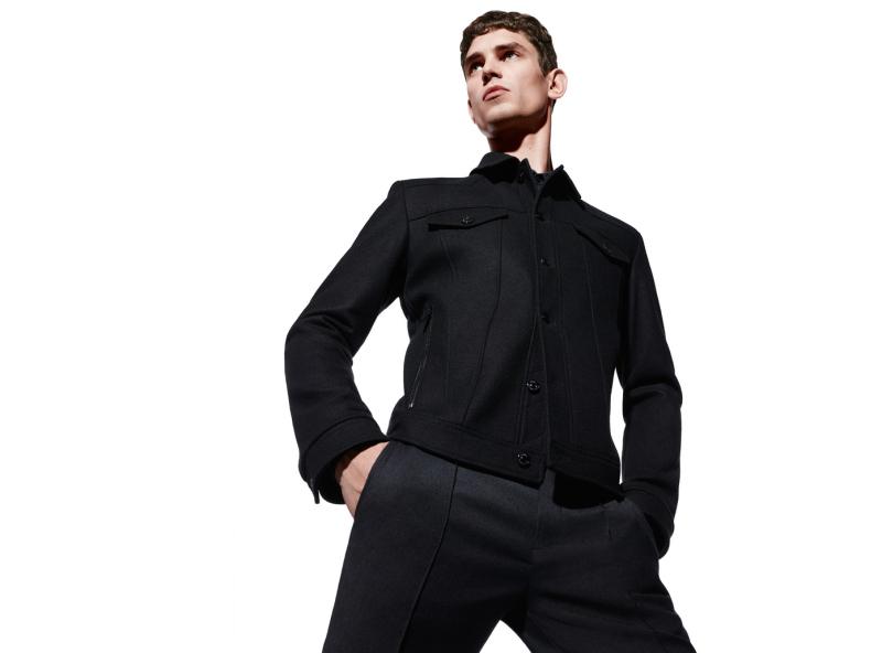 这组令人印象深刻的大片由Daniel Sannwald在伦敦掌镜,让模特的轮廓随着镜而浮动,同时给人感受到HUGO by Hugo Boss一如既往的风格,干净而利落。
