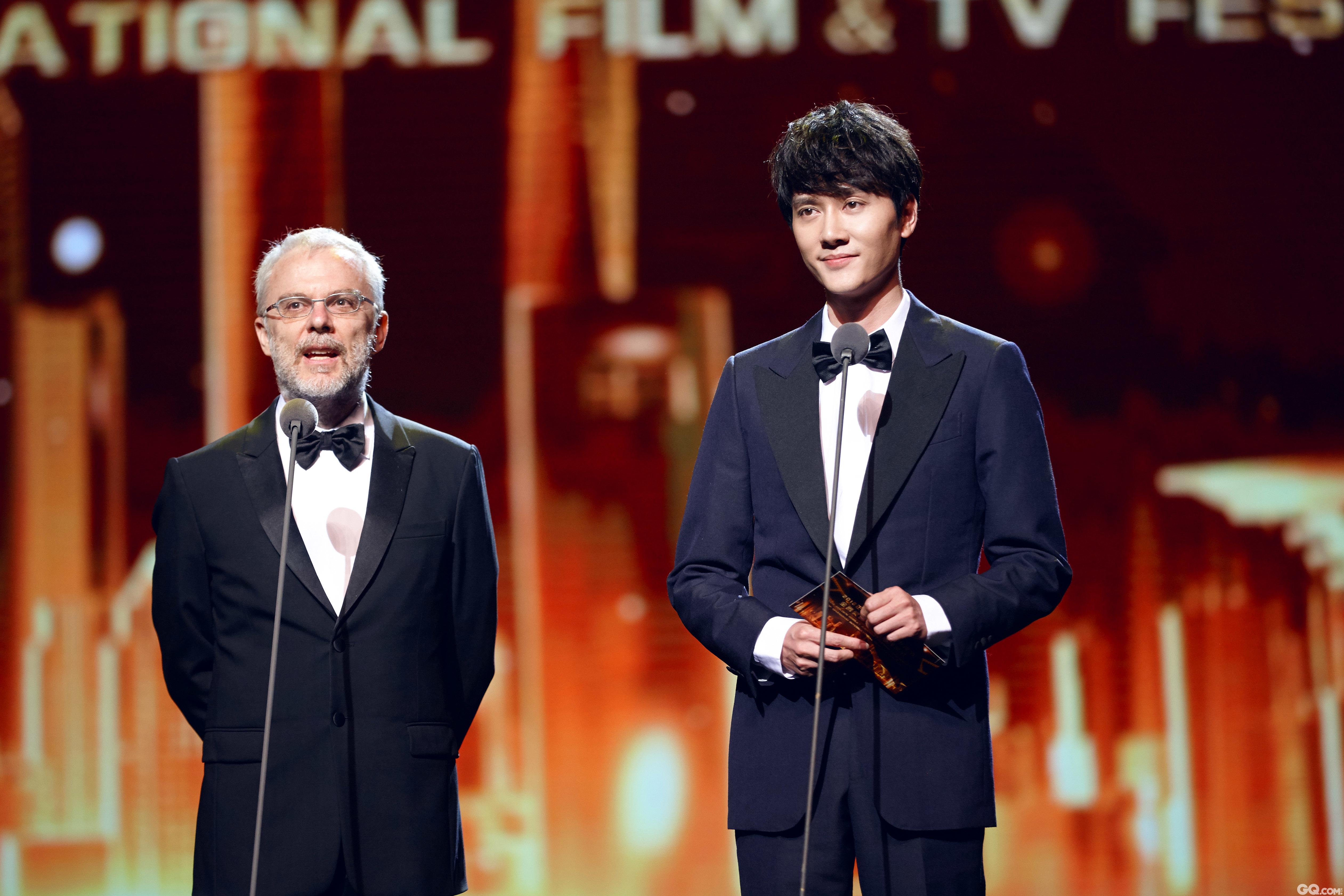 冯绍峰出席上海国际电影节金爵奖颁奖典礼图片