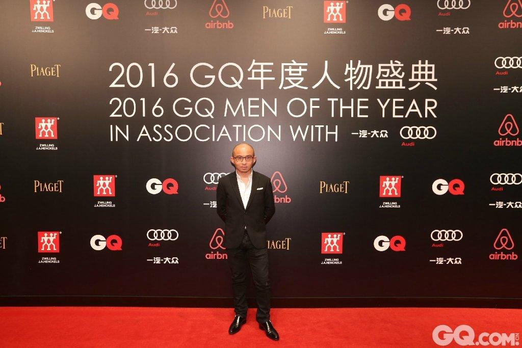 包凡出席2016GQ年度人物盛典。