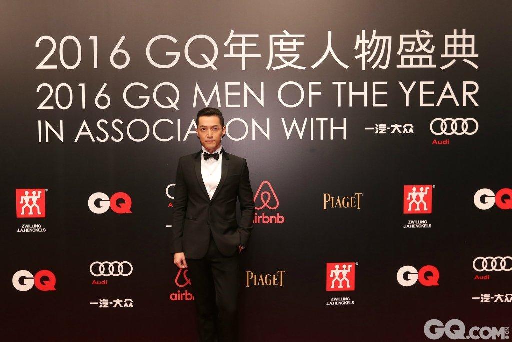 胡歌踏上GQ年度人物颁奖红毯。