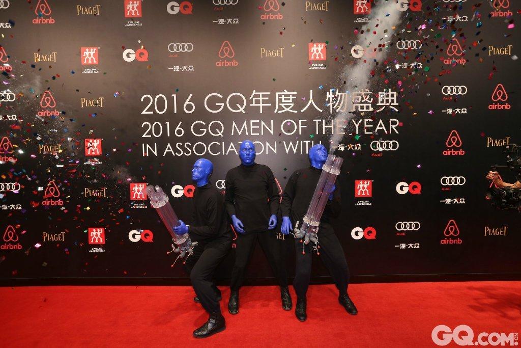 表演嘉宾美国百老汇Blue Man。