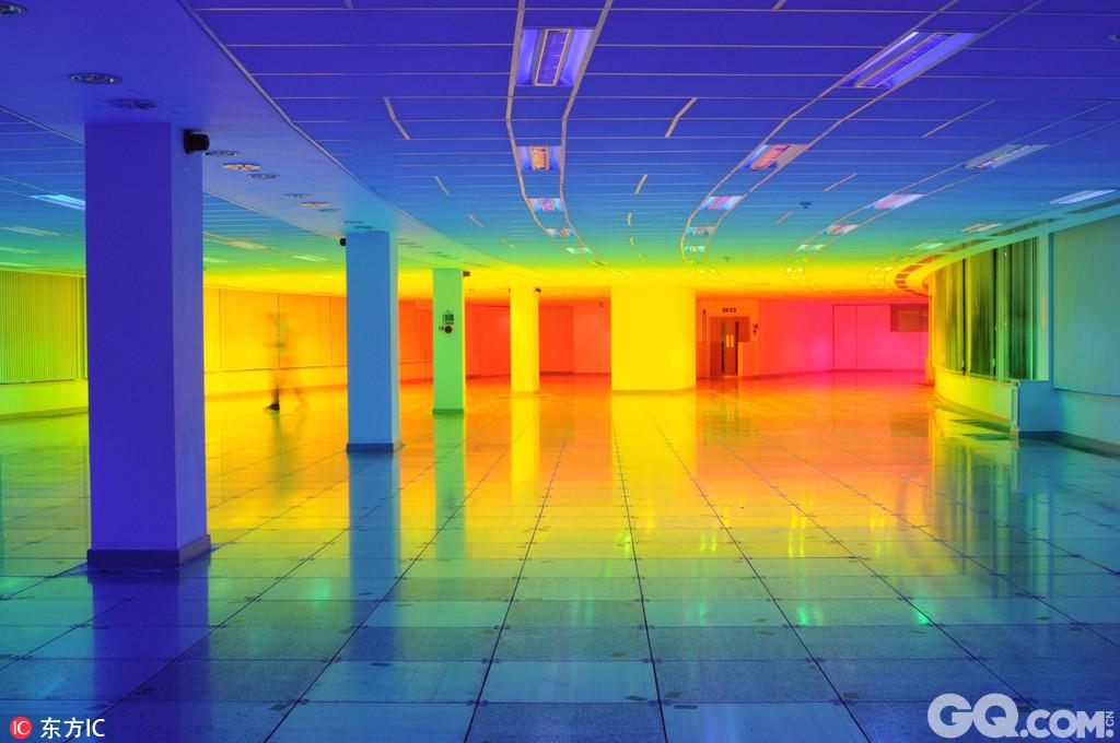 英国布里斯托尔艺术家liz west创造制作了一套拟灯光装置,在他的设计