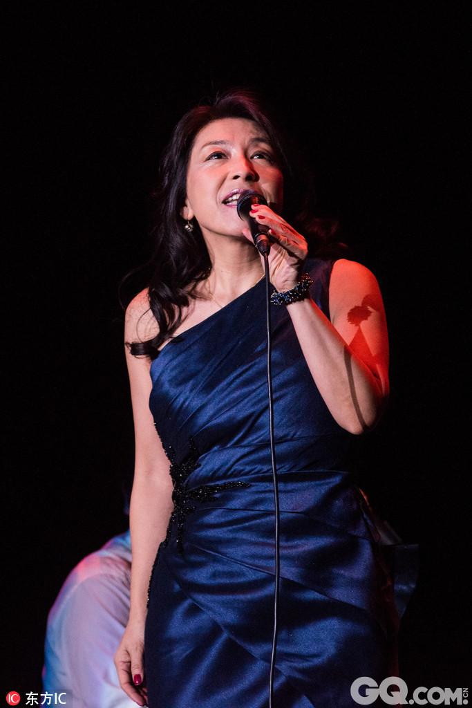 小野丽莎于情人节在上海开唱,小野丽莎曾翻唱过中国歌曲《夜来香》、《何日君再来》、《祝福》等。