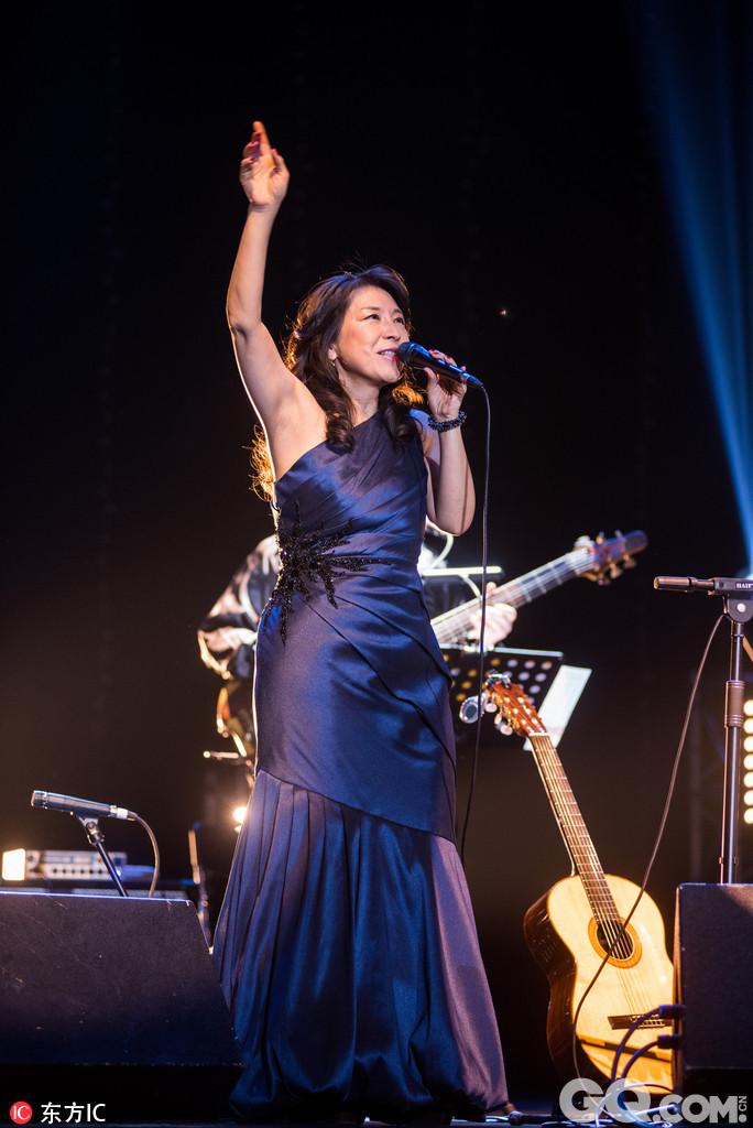 2004年小野丽莎的唱片开始被引入内地,而她真正为更多的中国观众所熟悉是因为电影《天下无贼》选用了她的《玫瑰人生》作为主题音乐。2013年,小野丽莎首度为电影《大明劫》用中文献唱片尾曲,小野丽莎空灵温暖的歌声与中国意境首次融合,产生了一种独特的效果。