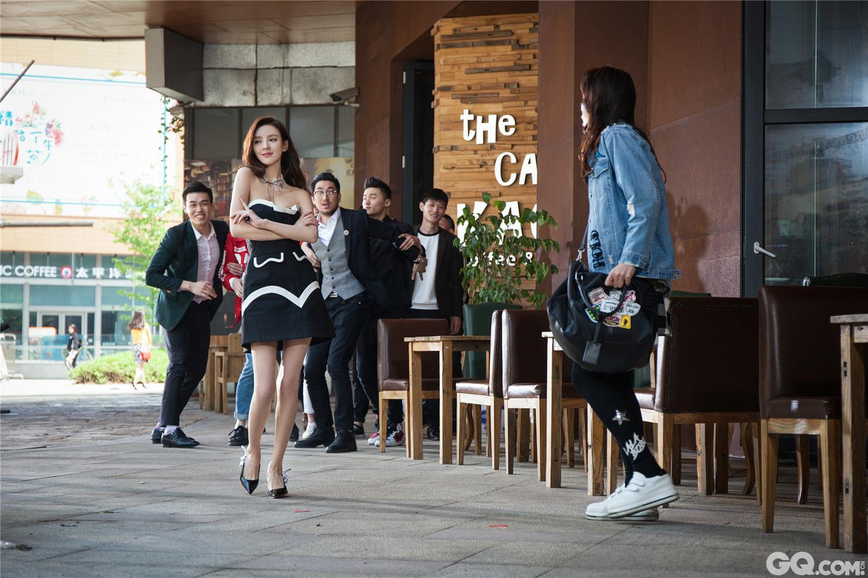 据悉,张予曦和邢昭林主演的新剧《无法拥抱的你》也将很快与观众见面,期待这对高颜值的搭档组合碰撞出更加不一样的火花!