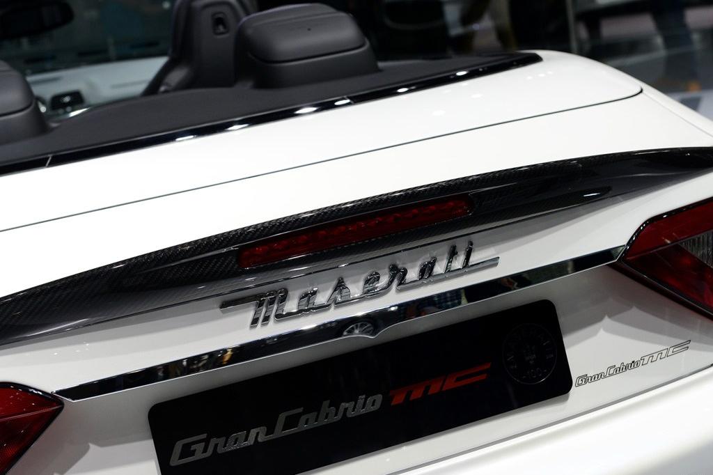 百年纪念版车型提供MC和Trofeo两种设计风格、四种不同规格。 轮毂盖同样经过精心设计,饰以百年纪念徽标,并根据车轮风格和颜色提供两种面漆选项:哑光烟灰色和炭灰色。