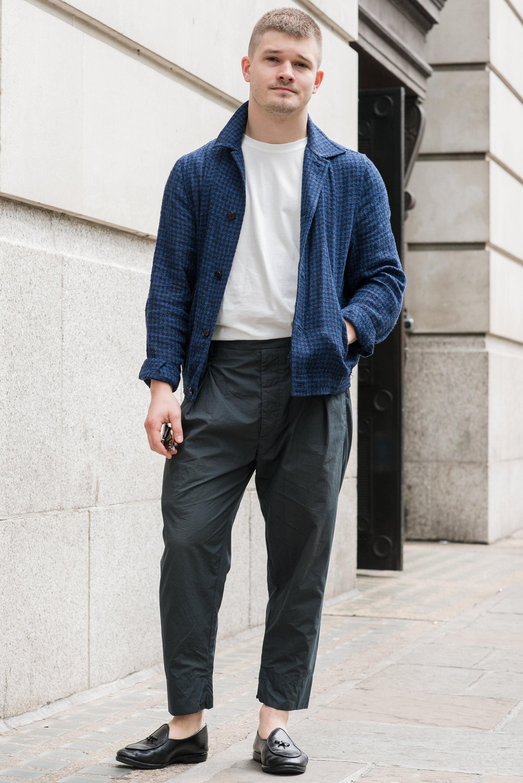 时装杂志_2016春夏伦敦男装周场外街拍 看条纹裤如何显腿长_潮流_GQ男士网