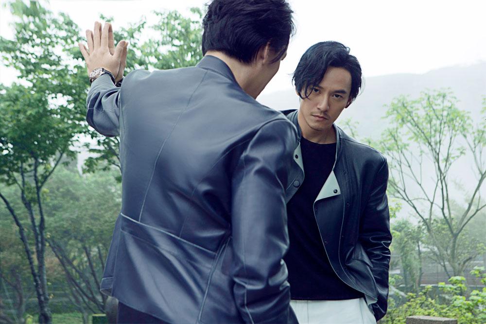 2016年6月,卡地亚再度携手张震,推出全新微电影《手》。唯美的画面中,张震娓娓道来他的故事与蜕变——从容不迫的举止,坚毅自信的眼神,气定神闲的魅力,佩戴Drive de Cartier系列腕表的双手——这一次的张震,展现出比以往都纯粹而强大的力量。