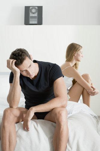 女性激素分泌在每个月都有固定的规律。往往在每个月生理期之前和之后的两三天里,她的欲望会来的更加强烈。她可能会打扮地花枝招展在家等你,这时候放下不必要的应酬,尽情体验她的欲火吧。