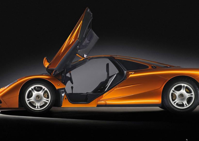 动力配置是超跑的核心竞争力。定位于hyper-GT的迈凯伦BP23,将搭载一套4.0L V8双涡轮增压发动机与电动机组合出混合动力输出系统,最大功率可能会超出1000马力。