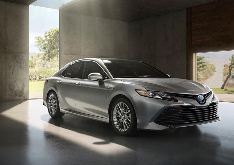 新车相比之前,除了延续了高贵的线条,更是增加了运动元素,让整体的风格有了较大的改进,可以说是十分大胆。