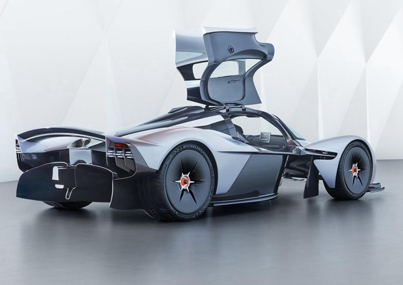 既然被冠上女武神之名,Valkyrie的性能自然不凡,新车在碳纤维车体的加持下,原厂宣称能够达到1:1的马力重量比,极速能够轻易突破320km/h!