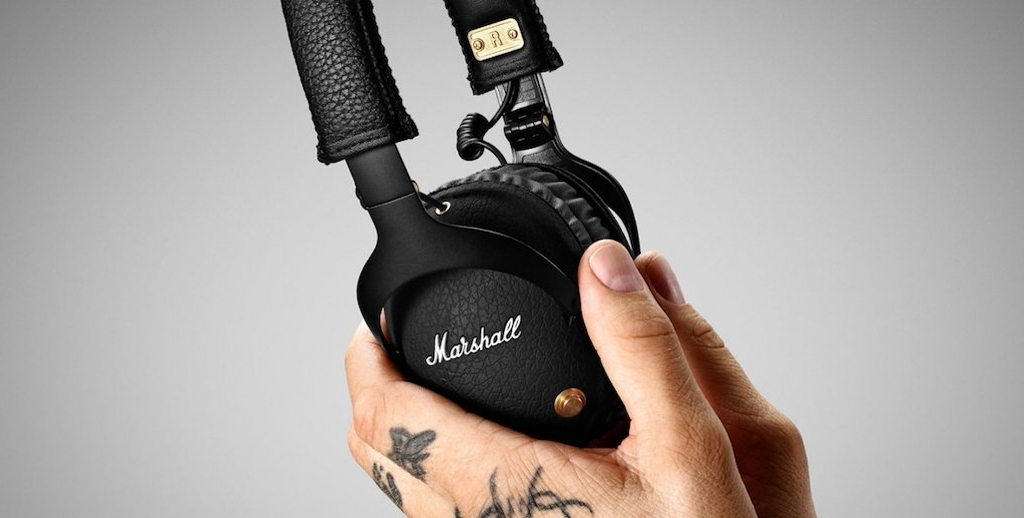 NO.2Marshall Monitor Bluetooth Marshall Monitor Bluetooth是一款蓝牙耳机,延续了Marshall的经典头戴式耳机。从耳机的细节就可以看出它是一款摇滚耳机,例如耳机机上的铆钉和皮革头梁,可以在众多耳机中脱颖而出。 参考价格:1999元