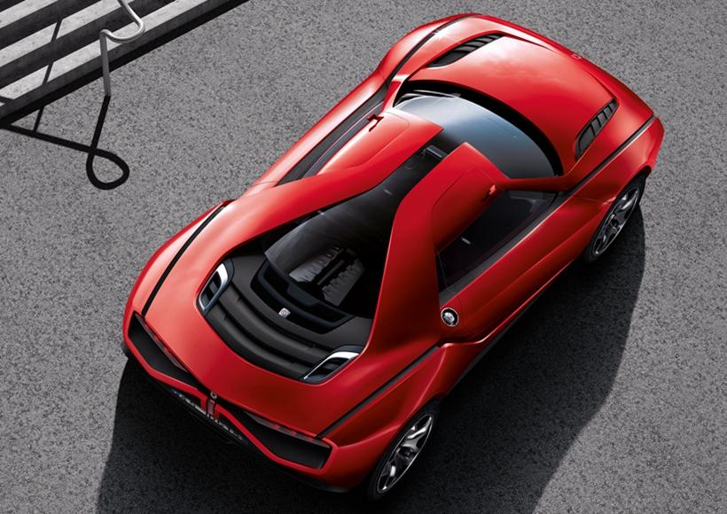 在设计师巧妙的工艺下,22寸的大尺寸轮毂和性能车扁平的车身贴合得天衣无缝,没有一丝的违和感。
