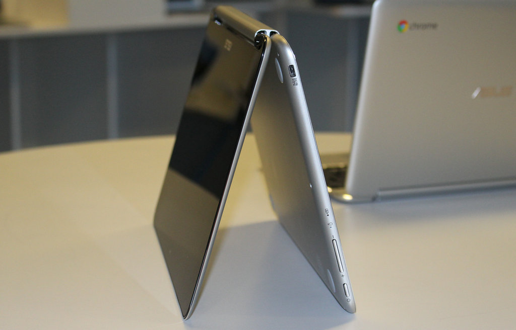 "NO.6 ASUS Chromebook Flip  ASUS的Chromebook应该不是最强的,但是凭借微弱的价格优势,让它可以在众多选手中""杀出重围""。当然,其中一部分原因是由于谷歌""完全在线""这一理念的提出,还有就是触摸屏的设计更符合逻辑。"