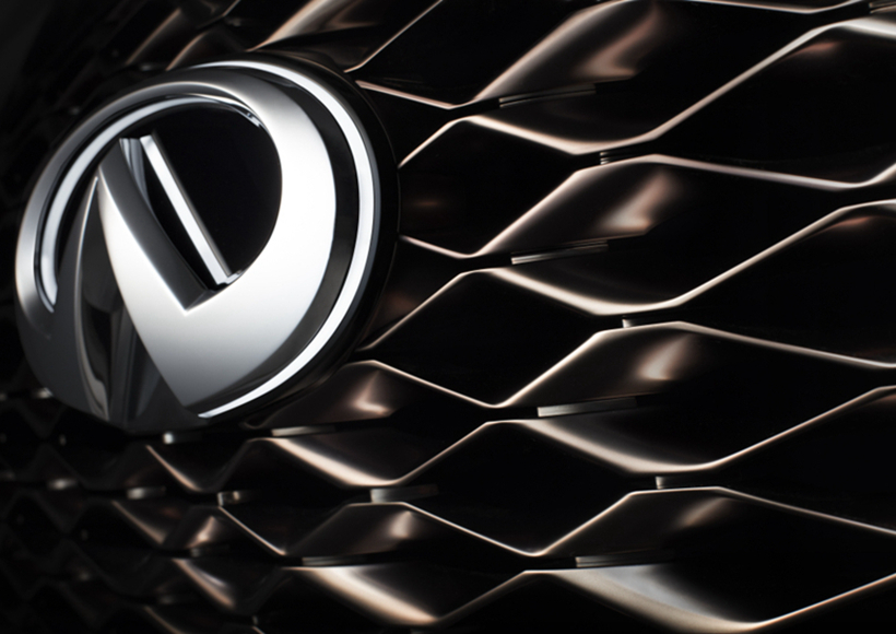 超强大的双拱格栅,抽象的结构网格,独特和集中的人眼标志头灯,以雕塑和艺术的方式展现品牌的最新设计语言,将力量与优雅完美结合在一起,充分展现了生产车辆的高空间和实用性。