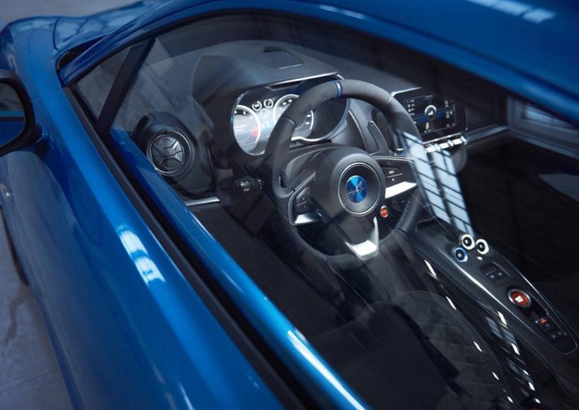 新车车身线条流畅,并且采用了许多空气动力学设计。据悉,其整车整备质量仅为1100kg。