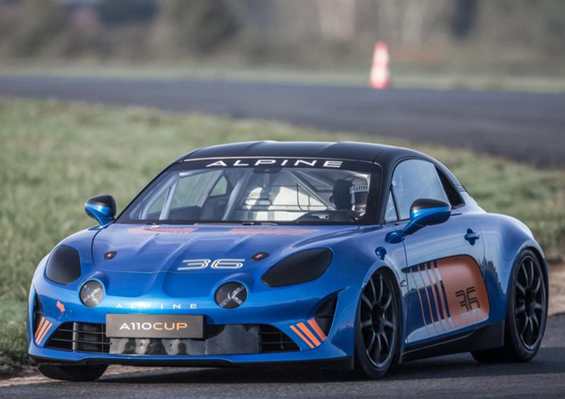 Alpine的副总裁Bernard Ollivier表示,他们希望A110 Cup Racecar·能够成为一款真正的赛车,一款非常精致的机器。对于他们而言,设计并生产这辆车,是一个不小的挑战,而现在看来,他们完成得很不错。
