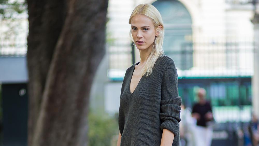 为什么我们都爱V领毛衣?因为它好看又好穿
