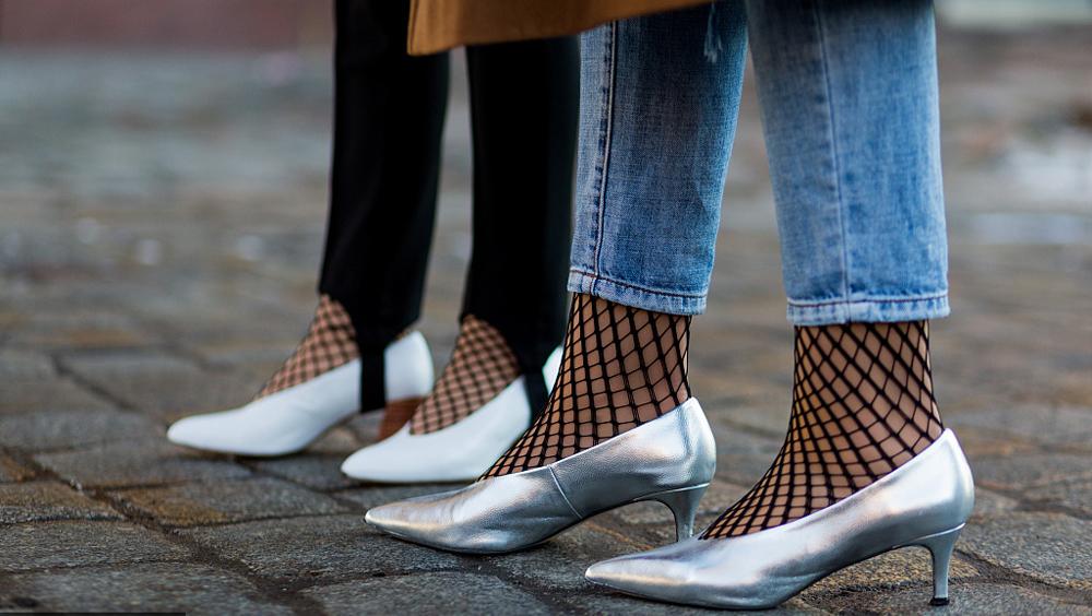 如果说高跟鞋属于夜晚,矮跟鞋就是随时都好看